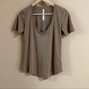 3/$20 Aritzia The Group by Babaton V-neck T-Shirt